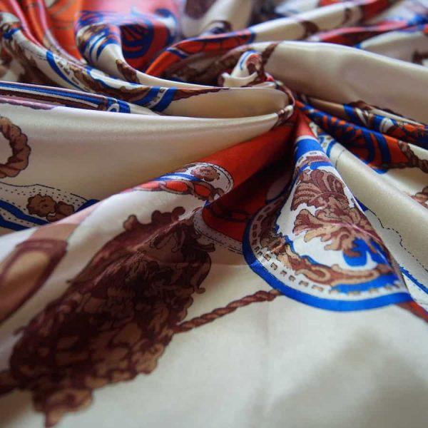 Tissu satin imprimé, style Hermès